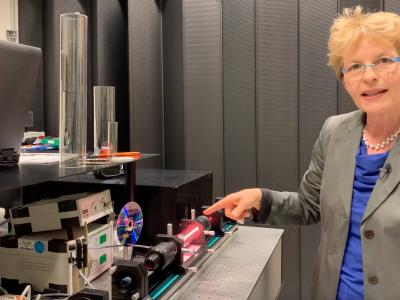 Die Magie der Quantenphysik – Schülerinnen und Schüler der 13.Klassen verfolgten gespannt digitalen Vortrag aus dem Photonlab in Garching